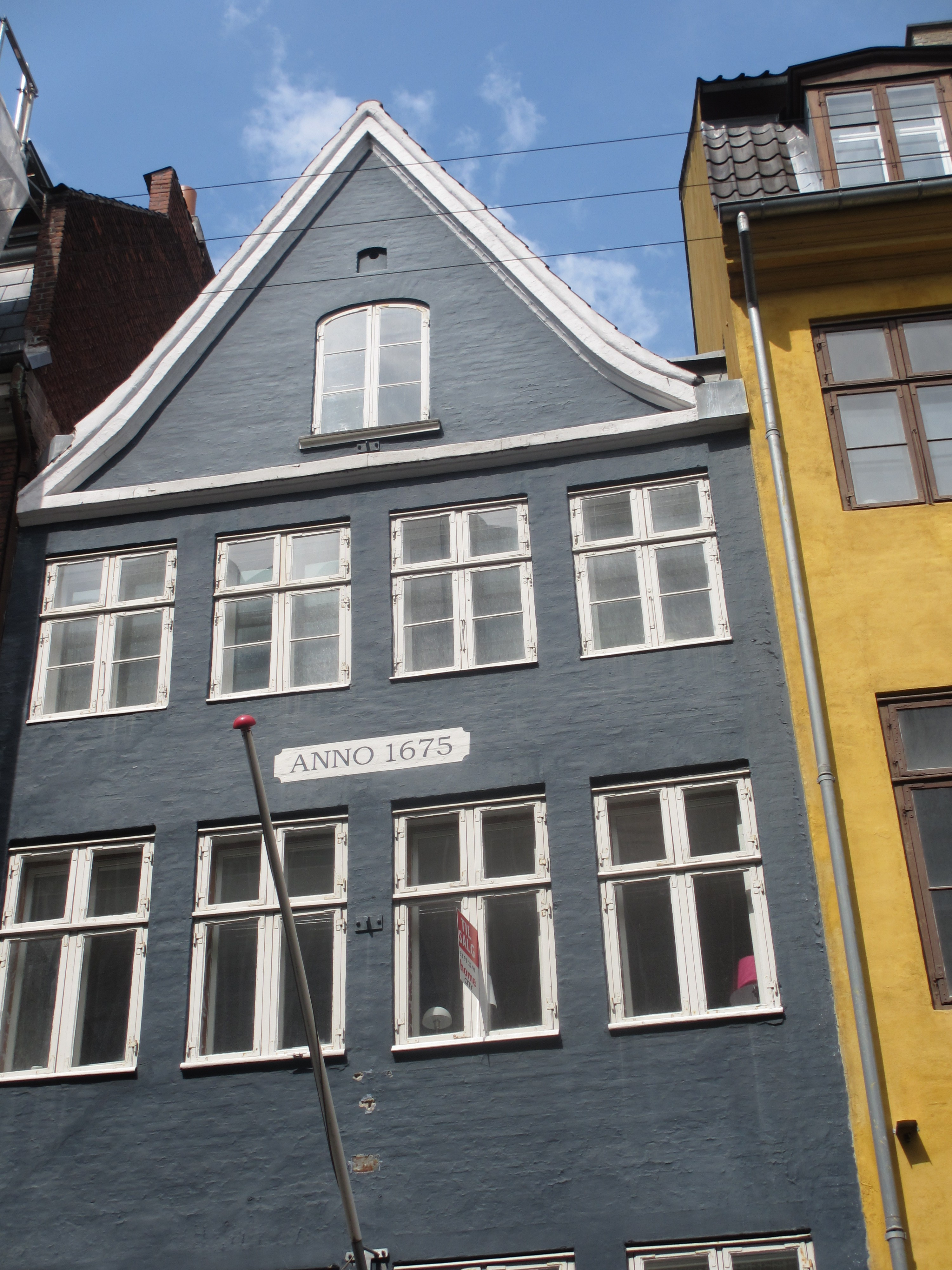 C est une maison bleu 28 images maison de la cite for Facade maison gris bleu